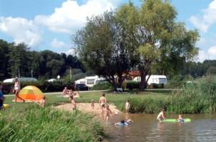 Camping- und Badefreuden kann man am großen Sander Baggersee genießen.