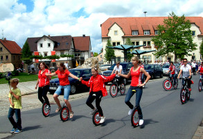 Immer wieder ein schönes Bild geben die Einradfahrerinnen des RV Adler Sand ab