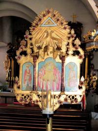 """Jährlich an """"Peter und Paul"""" pilgern die Sander Zu Basilika nach Vierzehnheiligen. Den Pilgern vorausgetragen wird das Wallfahrerschild."""