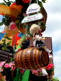 Das Sander Altmain-Weinfest ist auf vielerlei Art überall präsent